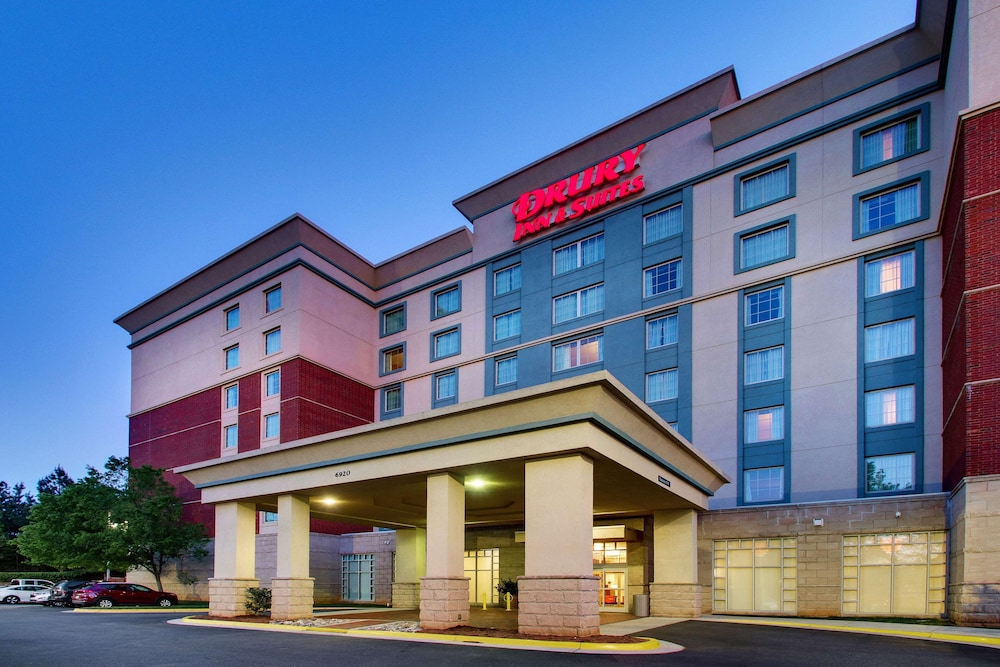 Hotel accommodations in Northlake Charlotte