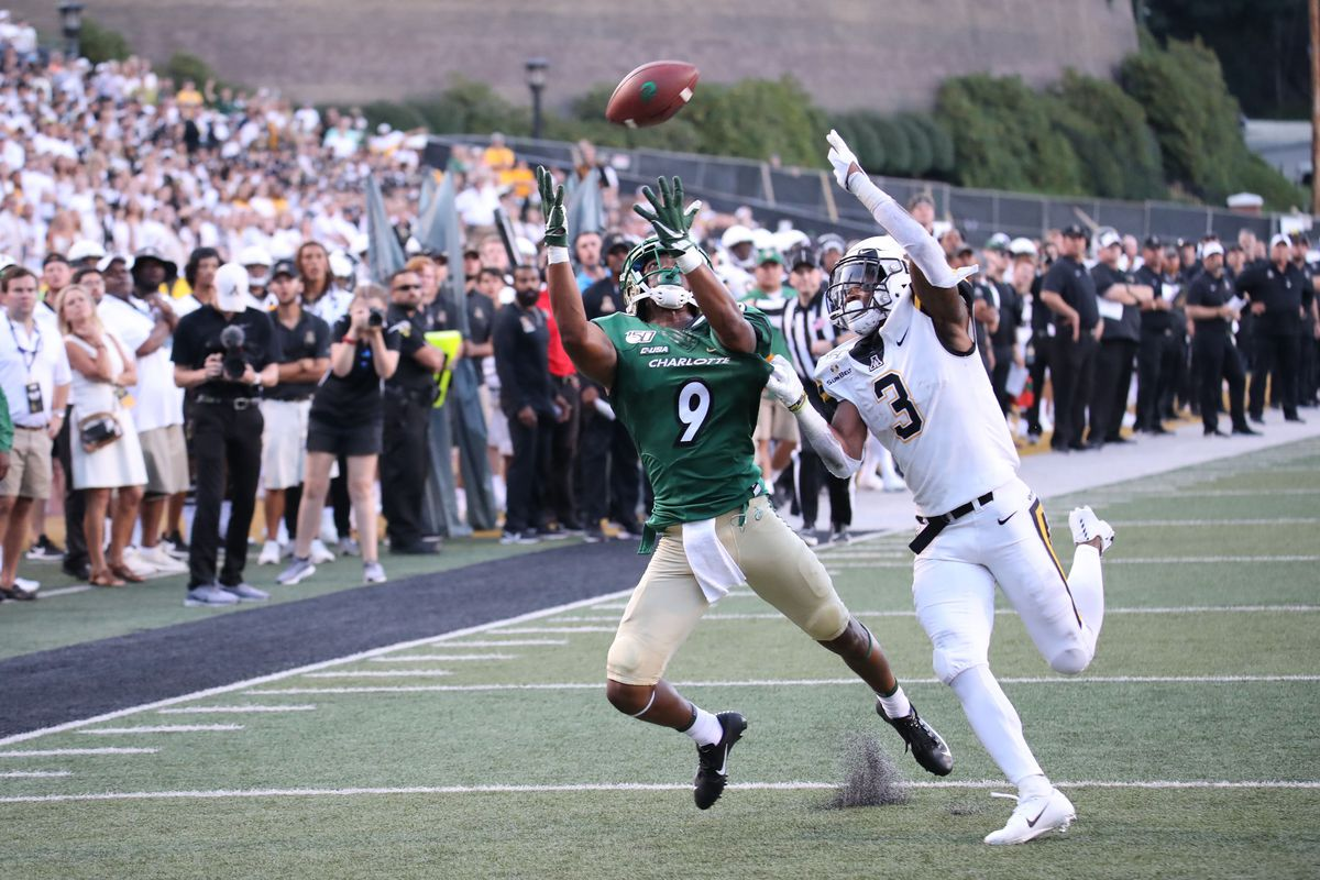 Charlotte 49ers playing against the Appalachian state.